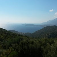 Photo taken at Batı Akdeniz Sahil sitesi HAVUZ by Emrah Ş. on 9/17/2014