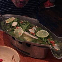 Foto diambil di Fish Cheeks oleh Jean N. pada 8/15/2018