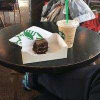 Foto tirada no(a) Starbucks por Dayana O. em 10/31/2016