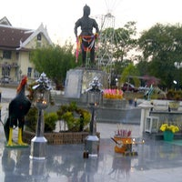 Photo taken at Phraya Pichai Dab Hak Monument by aueijung a. on 1/19/2013