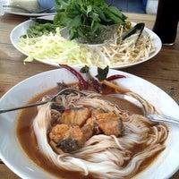 Photo taken at ขนมจีนเส้นขาว by Titirat S. on 8/22/2013