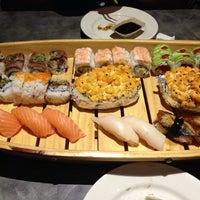 Photo prise au Tasu Asian Bistro Sushi & Bar par Cord S. le7/7/2013