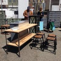 Foto tirada no(a) U Street Flea Market por U Street Flea em 4/19/2014