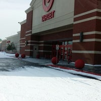 Foto tomada en Target por Christopher J. el 1/29/2014