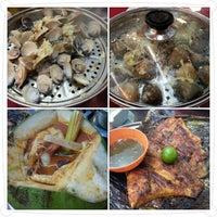 Photo taken at Sungai Yu Seafood Restaurant by Daniel N. on 12/9/2012