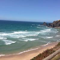 Foto tirada no(a) Praia de Odeceixe por San H. em 8/2/2013