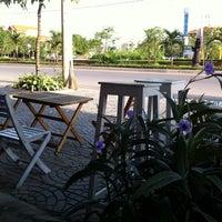 Photo taken at lou cafe by Hương M. on 5/18/2014