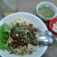 Photo taken at Mie Pangsit Gajah Mada by Fabryana P. on 6/4/2014