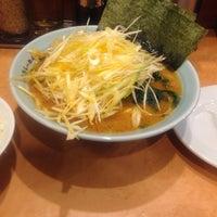 Photo taken at 横浜らーめん 六壱家 新小岩店 by さんじょ on 6/18/2014