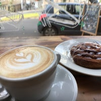 Foto tirada no(a) Café Forastero por Niko S. em 7/9/2017