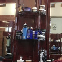Foto scattata a Manhattan Barber Shop da John M. il 4/28/2017