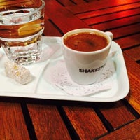 Photo taken at Shakespeare Coffee & Bistro by Bedia K. on 4/7/2015