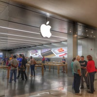Photo taken at Apple Morumbi by Leonardo F. on 6/5/2015