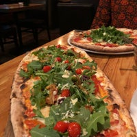 Foto tirada no(a) Pizzeria Defina por AFI em 6/17/2018