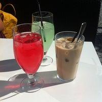 Das Foto wurde bei Coffee House von Vera H. am 6/11/2014 aufgenommen