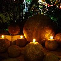 Foto tomada en Café des Artistes por Austen P. el 12/28/2012