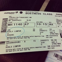 Photo taken at Malaysia Airlines (MH) Check-In Area by Tanakawee แ. on 8/23/2013