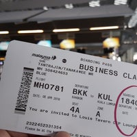 Photo taken at Malaysia Airlines (MH) Check-In Area by Tanakawee แ. on 4/5/2018