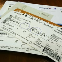 Photo taken at Malaysia Airlines (MH) Check-In Area by Tanakawee แ. on 12/23/2016
