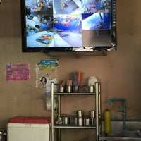 Photo taken at เจ้อ้วน เส้นปลาต้มยำ by Kottchaya N. on 4/10/2015