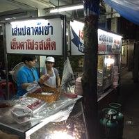 Photo taken at เจ้อ้วน เส้นปลาต้มยำ by Kottchaya N. on 3/19/2015