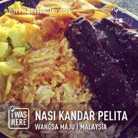 Photo taken at Nasi Kandar Pelita by Diana A. on 2/12/2013