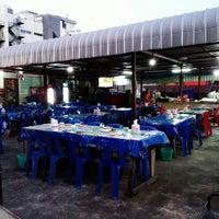 Photo taken at E-San Lom Choy by Jo T. on 11/15/2014