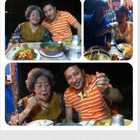 Photo taken at ป้าแจ๊ว ซีฟู้ด by Rungroj R. on 10/21/2012