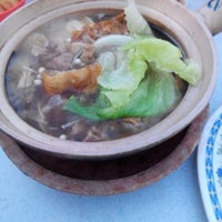 Photo taken at 食味香瓦煲肉骨荼 Bak Kut Teh by Geni Y. on 8/22/2014