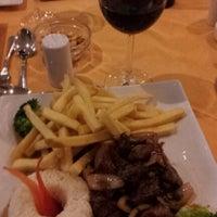 Foto tomada en Sol Restaurant por Patricio M. el 11/23/2012