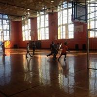 Das Foto wurde bei George Washington High School von Annie F. am 1/27/2013 aufgenommen