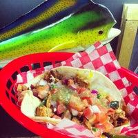 Foto tirada no(a) Seven Lives Tacos Y Mariscos por Mark D. em 1/11/2013
