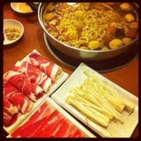 Photo taken at La Mei Zi Restaurant (辣妹子火锅) by tPeiCi ™ on 10/24/2012