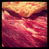 Снимок сделан в La Taberna del Gourmet пользователем Raquel P. 9/19/2012