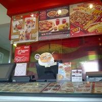 Photo taken at PHD (Pizza Hut Delivery) by Fenny R. on 3/4/2014