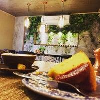 Foto tirada no(a) Vis Savour Boulangerie por Rafael S. em 3/31/2018