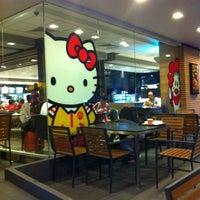Снимок сделан в McDonald's пользователем Elene K. 4/19/2013