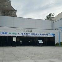 Photo taken at 서울시립미술관 경희궁분관 by Chang Hee K. on 8/25/2016