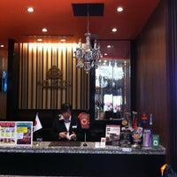 Photo taken at APA Hotel Tsukiji Ekiminami by Pongraad W. on 4/19/2014