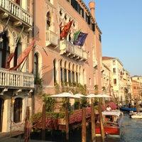 Foto diambil di Ca' Sagredo Hotel Venice oleh Carlo V. pada 7/15/2013