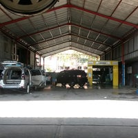 Photo taken at Bali Wisata Automatic Car Wash by Ondessy P. on 5/4/2014