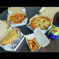 Photo taken at Domino's Pizza by Hsiao H. on 6/29/2016