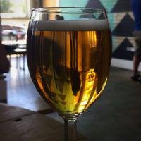 Foto tirada no(a) Axelrad Beer Garden por Geo J. em 5/6/2017