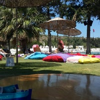 Photo taken at Babylon Çeşme by Halikarnas Sabahçısı⚓ on 7/24/2013