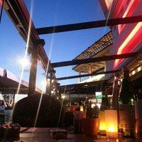 6/28/2014 tarihinde Aziz Sedatziyaretçi tarafından Nossa Cafe & Brasserie'de çekilen fotoğraf