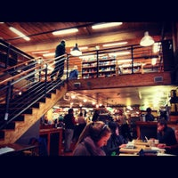 Photo prise au Elliott Bay Book Company par Jessica G. le11/24/2012