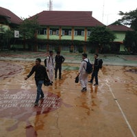 Photo taken at SMA Negeri 9 Malang by Irhas A. on 7/14/2014