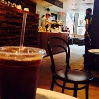 6/29/2013 tarihinde Mike S.ziyaretçi tarafından Pavement Coffeehouse'de çekilen fotoğraf