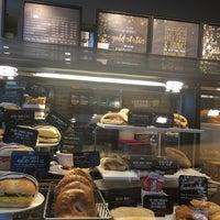Das Foto wurde bei Starbucks von Miguel C. am 4/18/2016 aufgenommen