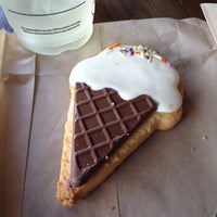 Photo taken at Starbucks by Vania S. on 5/25/2014